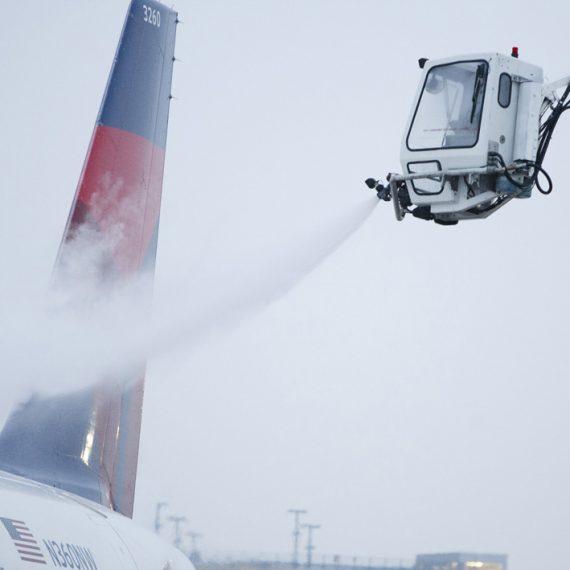 Delta plane de-icing
