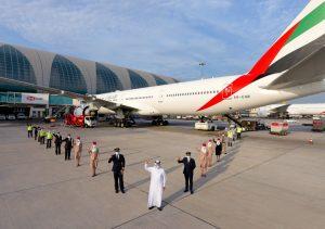 Primer vuelo de Emirates con el personal de primera línea vacunado