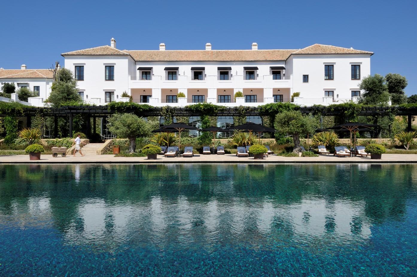 Una de las piscinas de Finca Cortesin