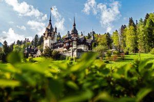 Castillo en Rumania rodeado de naturaleza